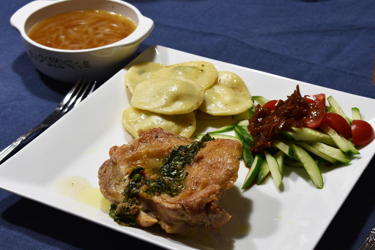 お誕生日ご飯,チキンのソテー,ラビオリ,オニオングラタンスープ